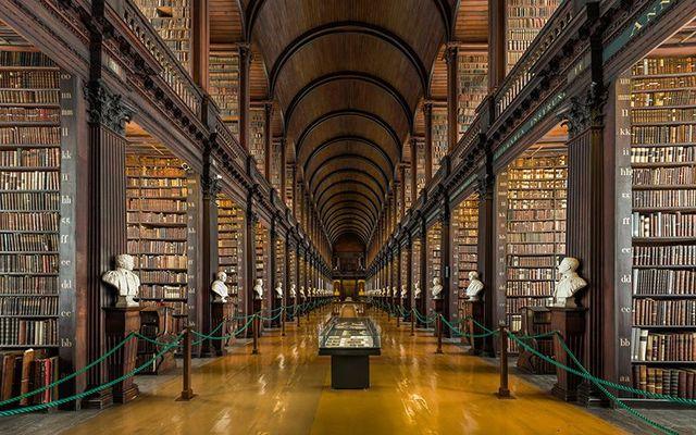 cropped_MI_Long_Room_Interior__Trinity_College_Dublin__Ireland_-_Diliff